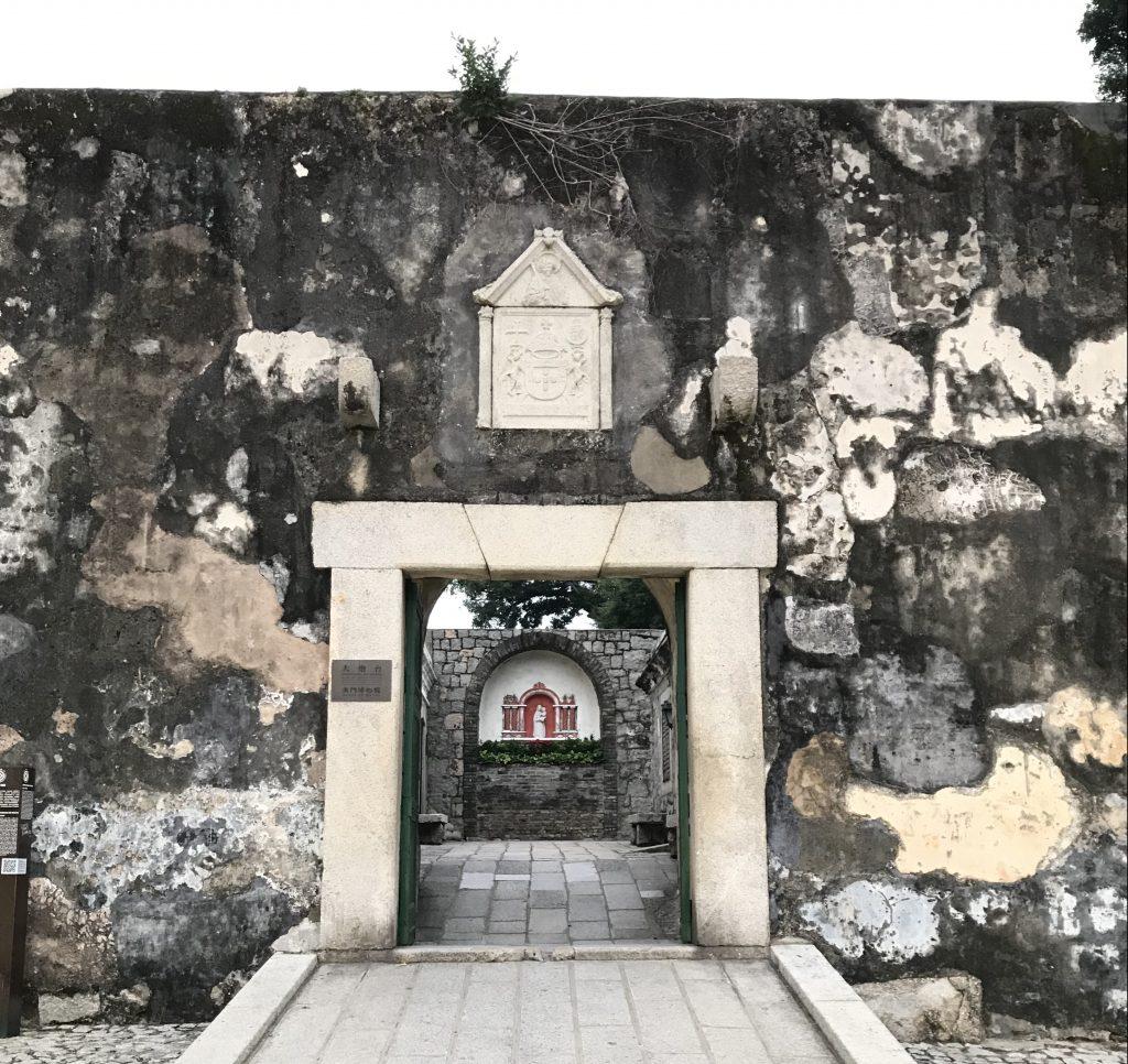 砦への入り口