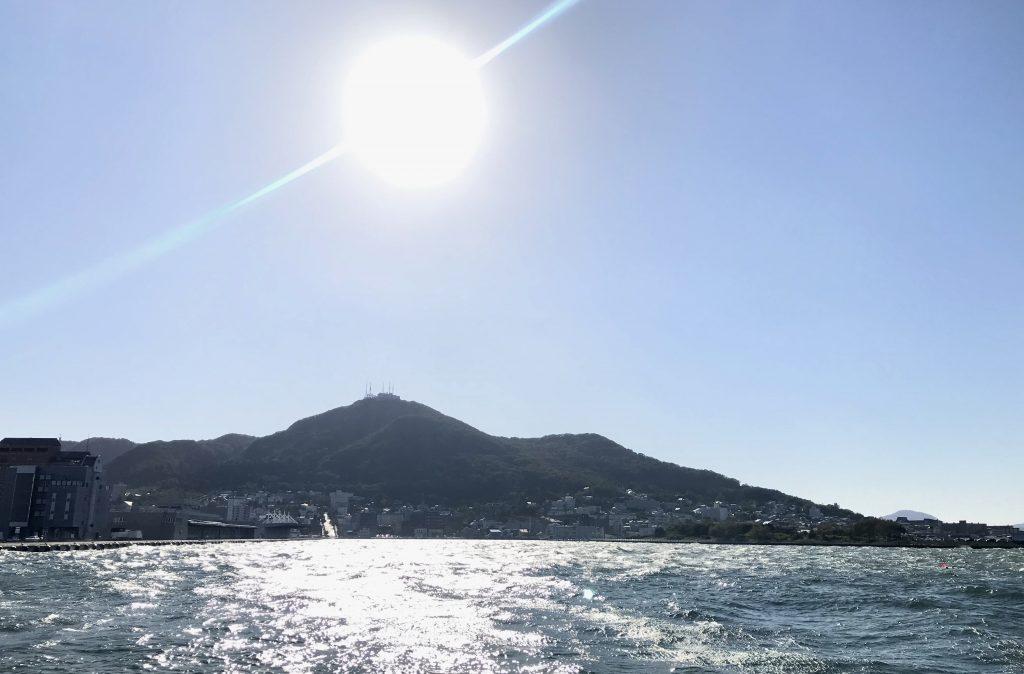 イカ広場から望む函館山